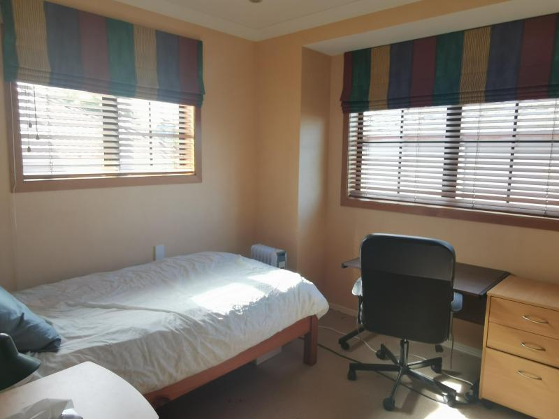 Sunny single bedroom, quiet sitting area off bedroom