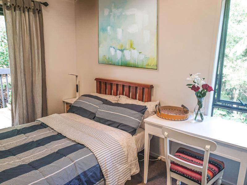 Single bedroom with king single size bed