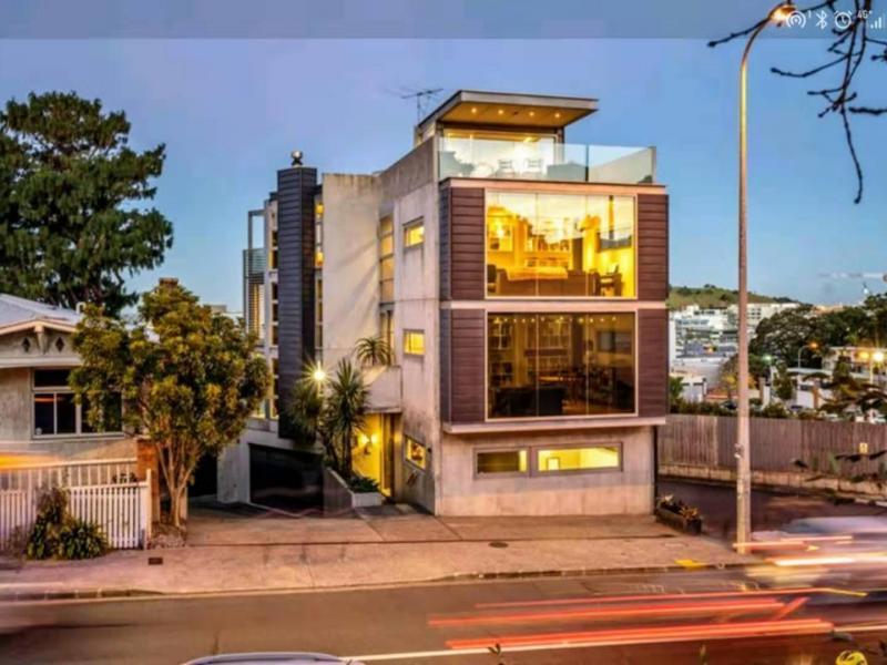 Auckland - $320