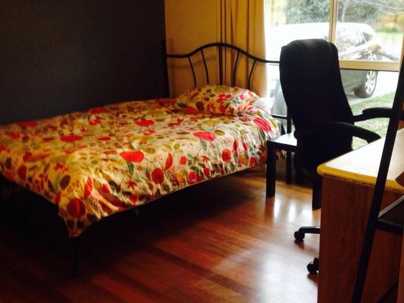 Great Ensuite room available. Close anu, city and bus stops