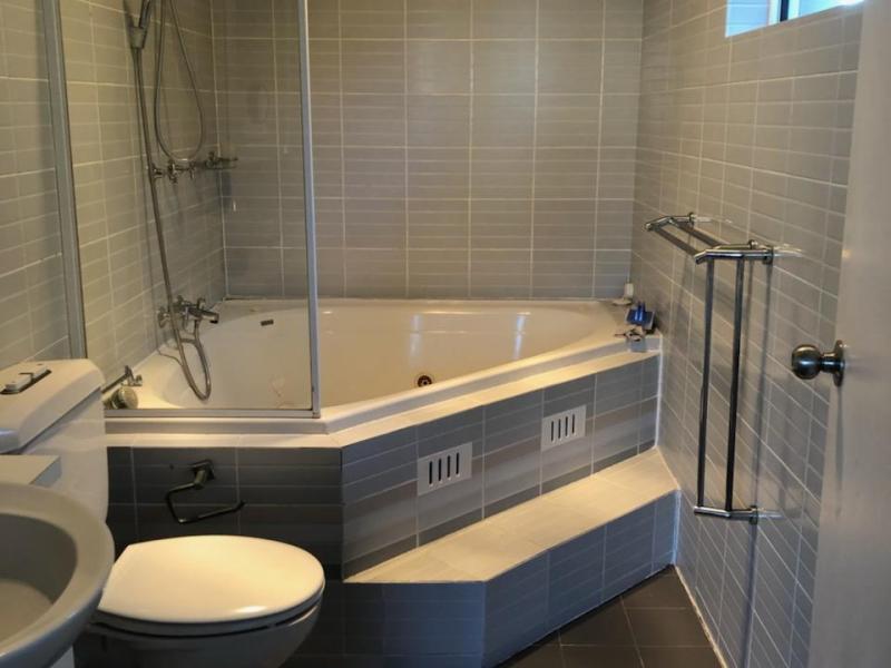 Students own bathroom en-suite