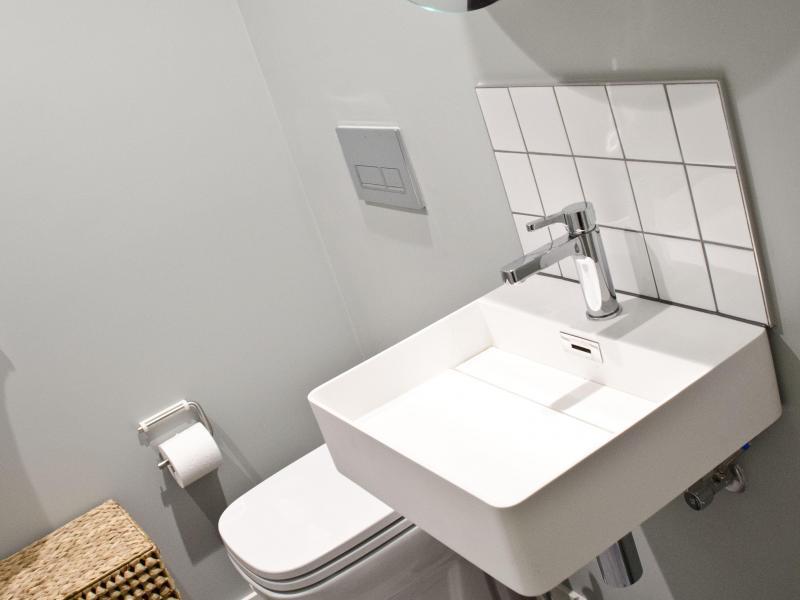 Bathroom for smaller bedroom