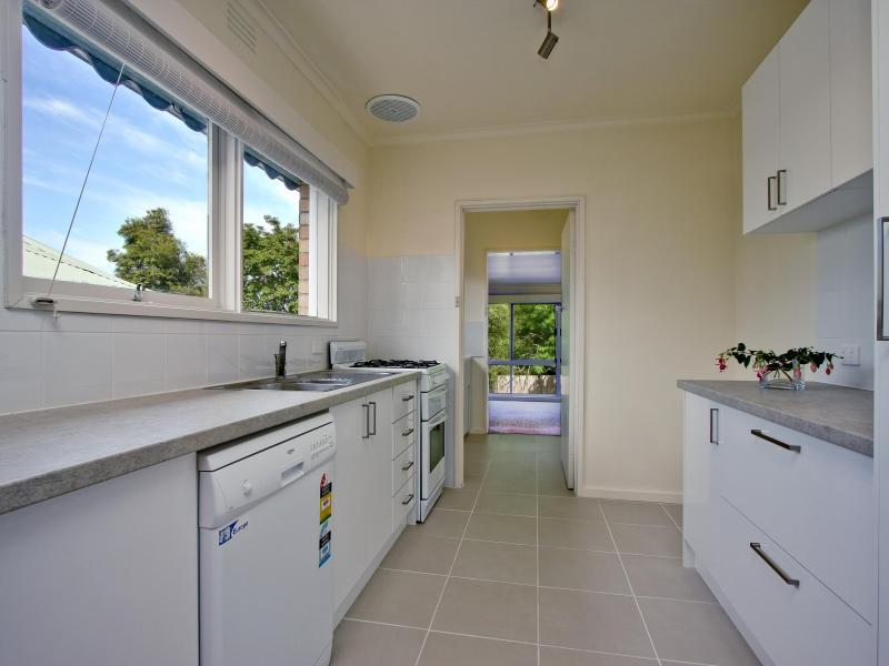 Bright and clean fully equipped kitchen.